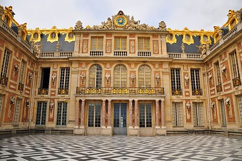 Cour_de_Marbre_du_Château_de_Versailles_October_5,_2011.jpg